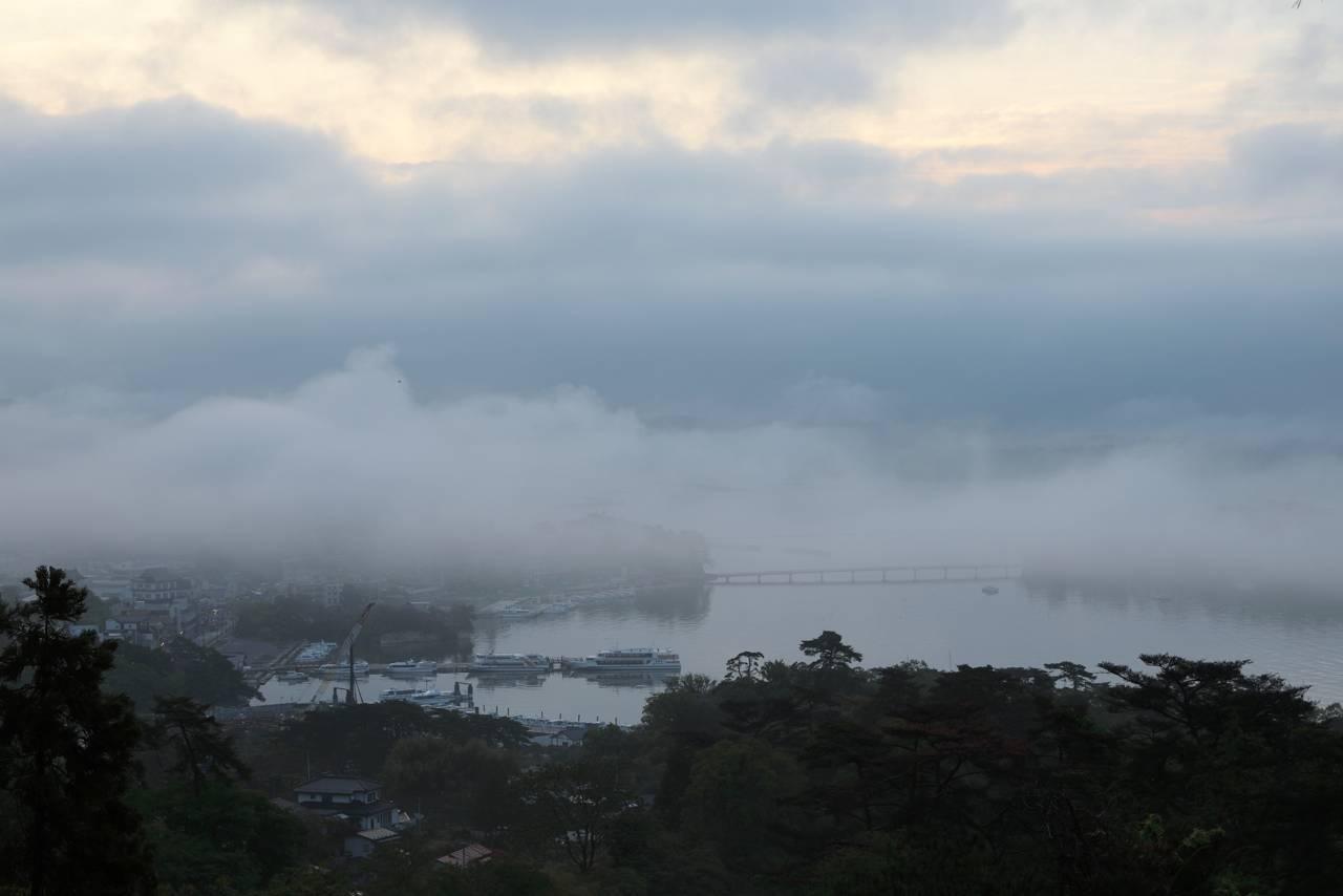 霧の松島(西行戻しの松公園)