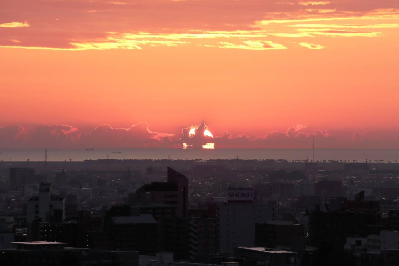仙台城跡から観た朝日