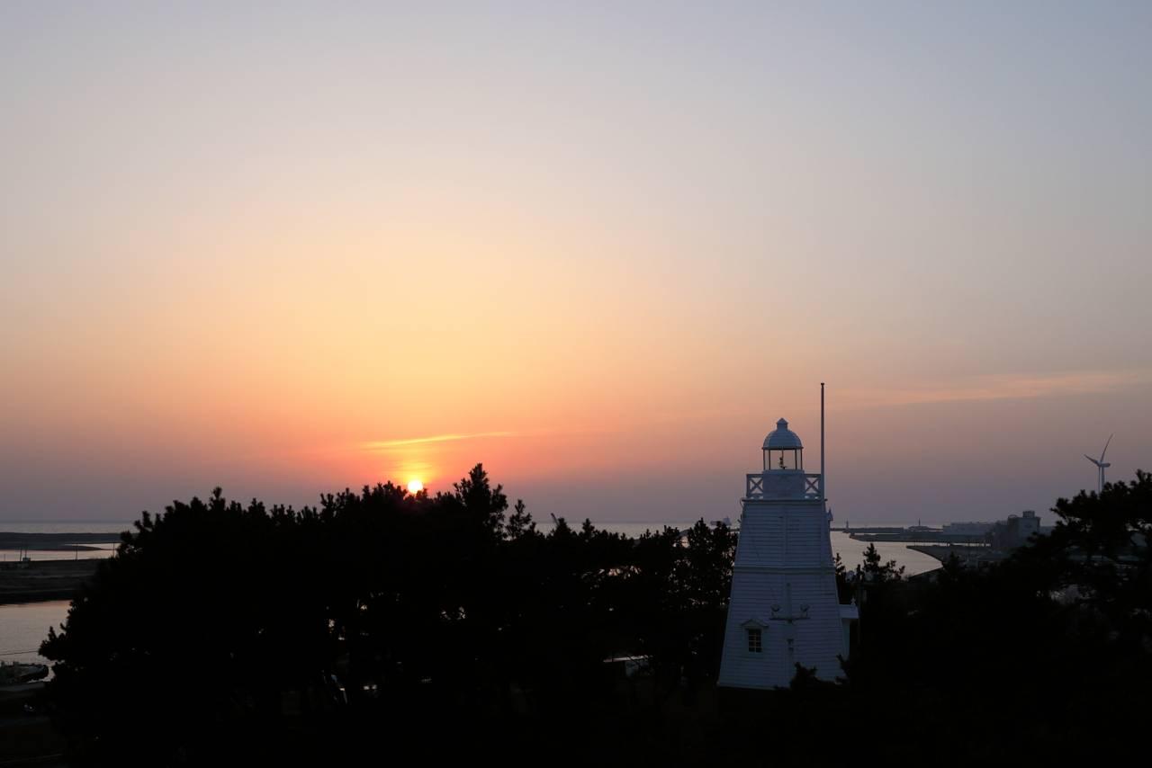 酒田市、日和山公園の桜と夕景