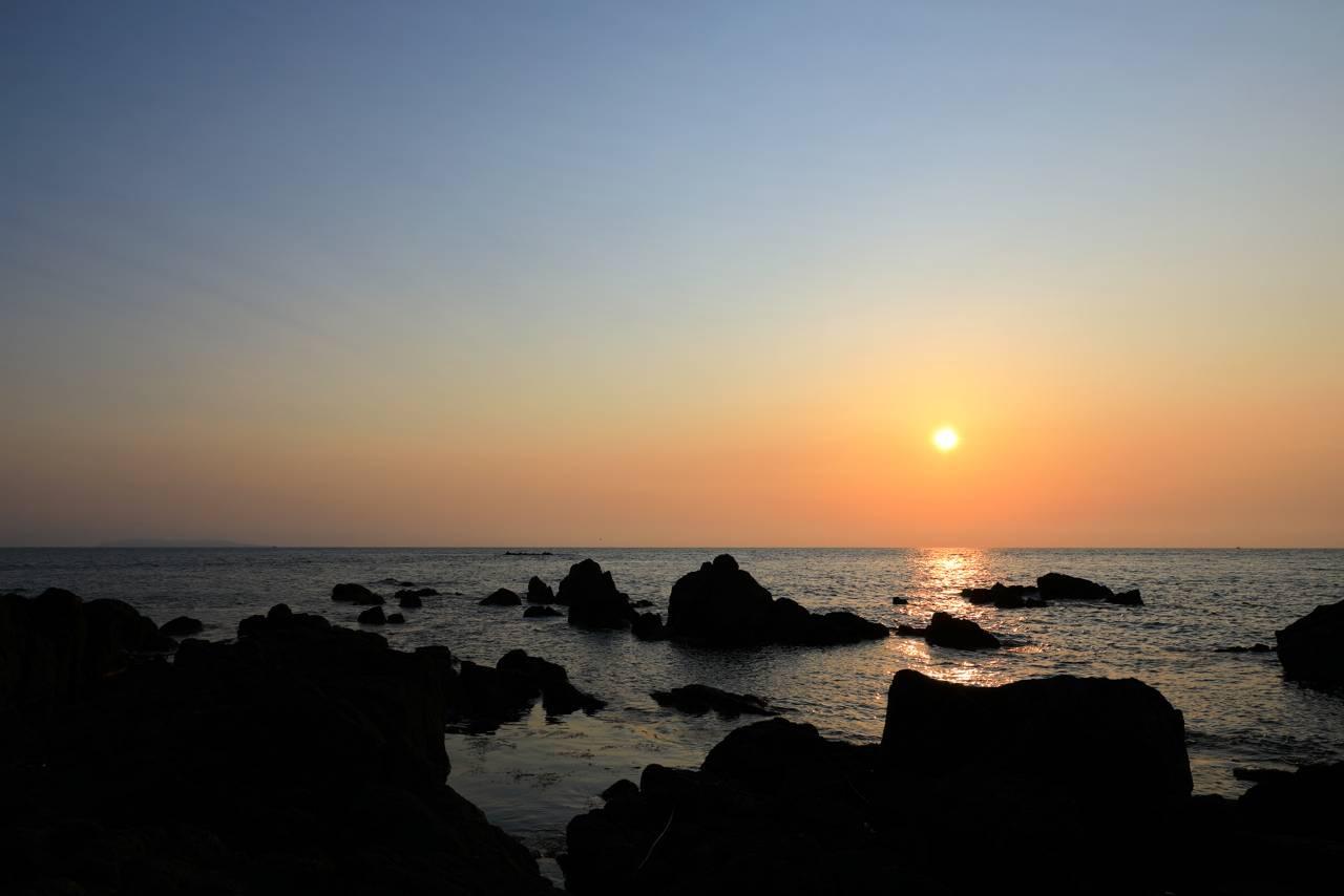 暮坪の棚田諦めて夕景撮り 弁天島